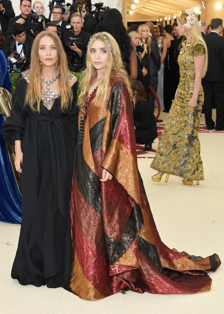 ashley-olsen-in-paco-rabanne-mary-kate-olsen-in-the-row-2018-met-gala