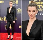 Betty Gilpin  In Zac Posen  @ 2018 MTV Movie & TV Awards