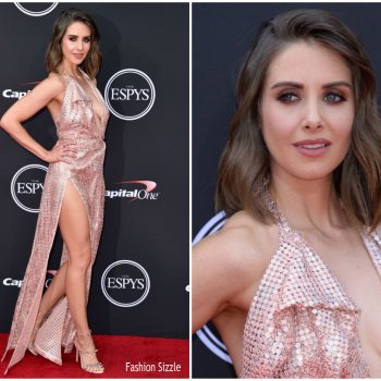 alison-brie-in-vivienne-westwood-couture