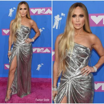 jennifer-lopez-in-versace-2018-mtv-vmas