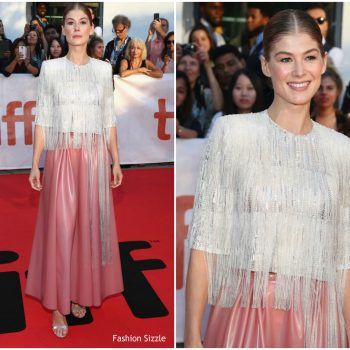 rosamund-pike-in-givenchy-haute-couture-a-private-war-toronto-international-film-festival-premiere