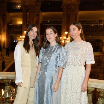 danielle-alana-and-este-haim-in-stella-mccartney-stella-mccartney-spring-summer-2019