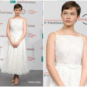cailee-spaney-in-miu-miu-collection-bad-times-at-the-el-royale-rome-film-festival-photocall