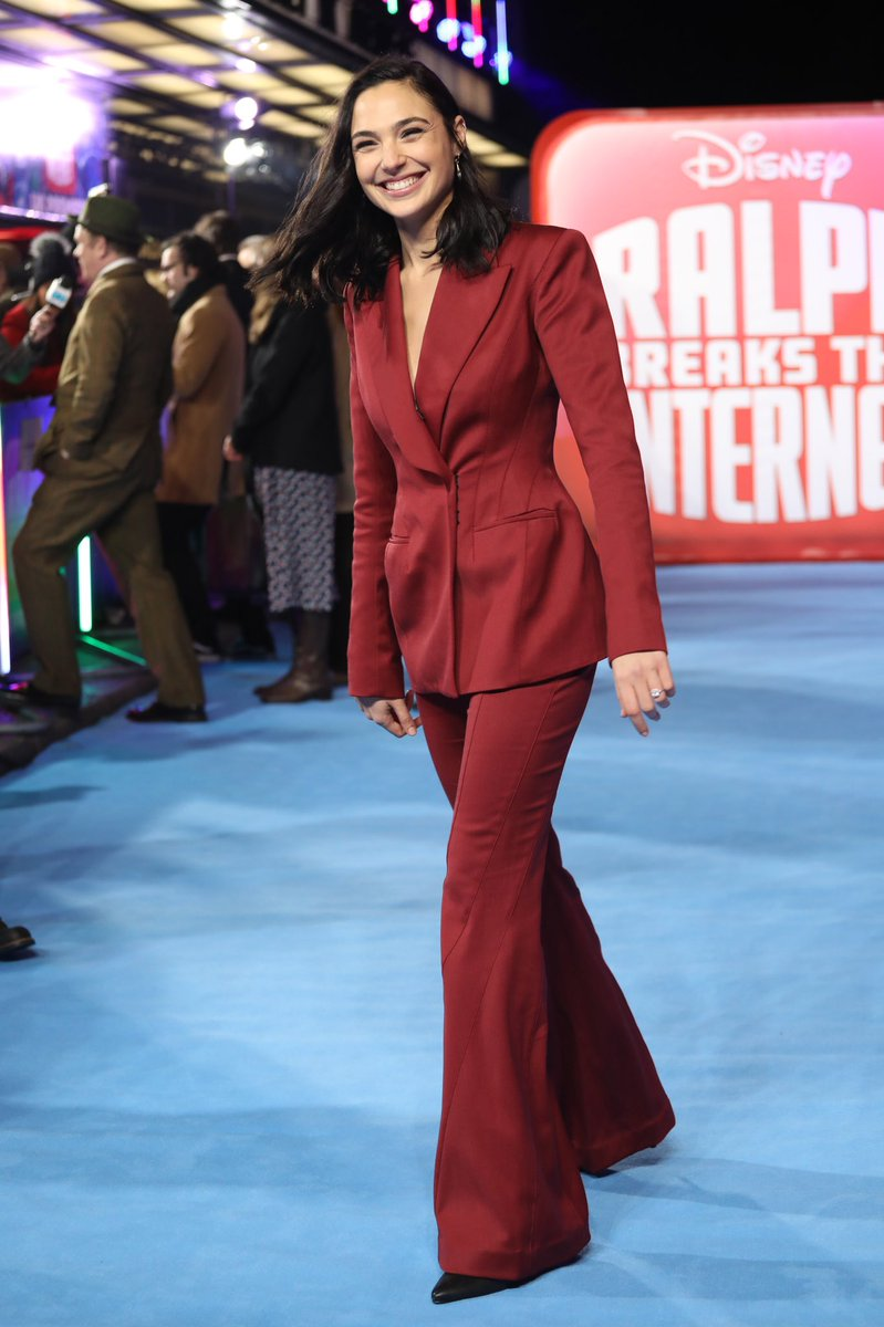 gal-gadot-in-mugler-ralph-breaks-the-internet-london-premiere