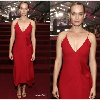 amber-valletta-in-victoria-beckham-2018-e-peoples-choice-awards