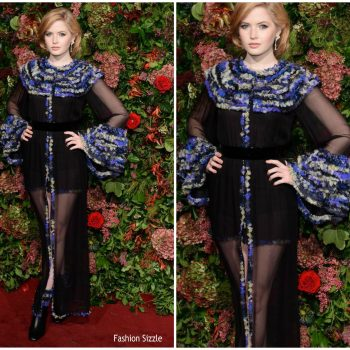 ellie-bamber-in-chanel-2018-evening-standard-theatre-awards