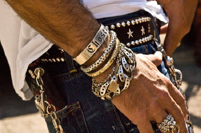 essay-on-trending-mens-jewelry