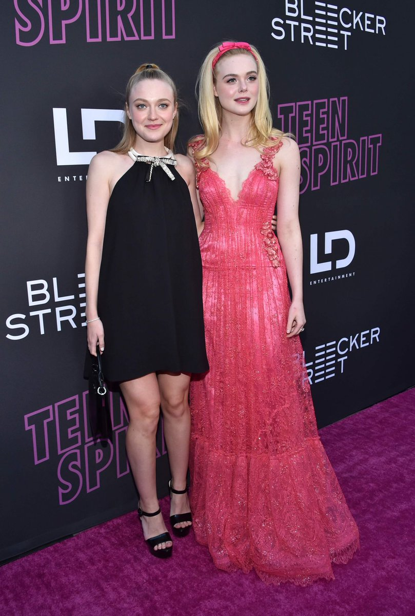 dakota-fanning-(in-miu-miu)-and-elle-fanning-(in-rodarte)-@-'teen-spirit'-la-screening
