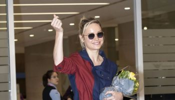 brie-larson-in-monse-@-incheon-international-airport