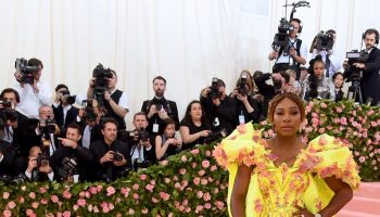 serena-williams-in-versace-@-2019-met-gala
