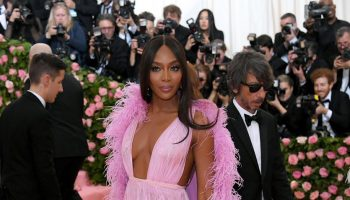 naomi-campbell-in-valentino-@-2019-met-gala