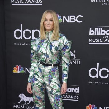 sophie-turner-in-louis-vuitton-@-the-2019-billboard-music-awards