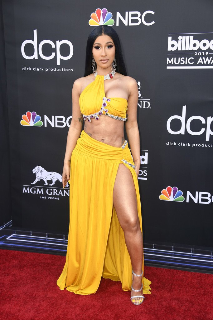 cardi-b-in-moschino-@-2019-billboard-music-awards
