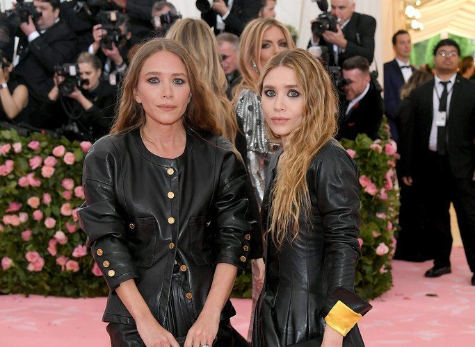 mary-kate-olsen-&-ashley-olsen-in-vintage-chanel-@-2019-met-gala