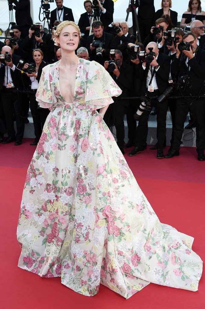 elle-fanning-in-valentino-haute-couture-@-'les-miserables'-cannes-film-festival-premiere