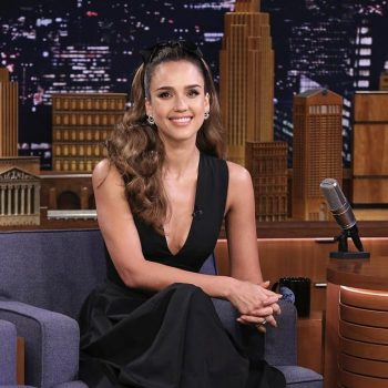 jessica-alba-in-narciso-rodriguez-@-tonight-show-starring-jimmy-fallon
