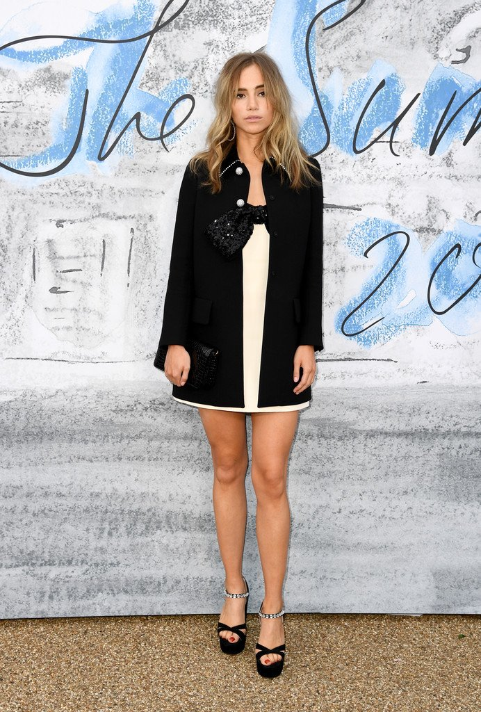suki-waterhouse-in-miu-miu-@-the-2019-serpentine-summer-party