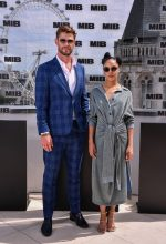 Chris Hemsworth (in Paul Smith) Tessa Thompson (in Lanvin) @ 'Men in Black: International' London Photocall