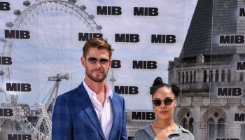 chris-hemsworth-(in-paul-smith)-tessa-thompson-(in-lanvin)-@-'men-in-black:-international'-london-photocall