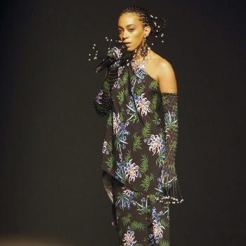 solange-performing-@-kenzo-menswear-spring-summer-2020-fashion-show
