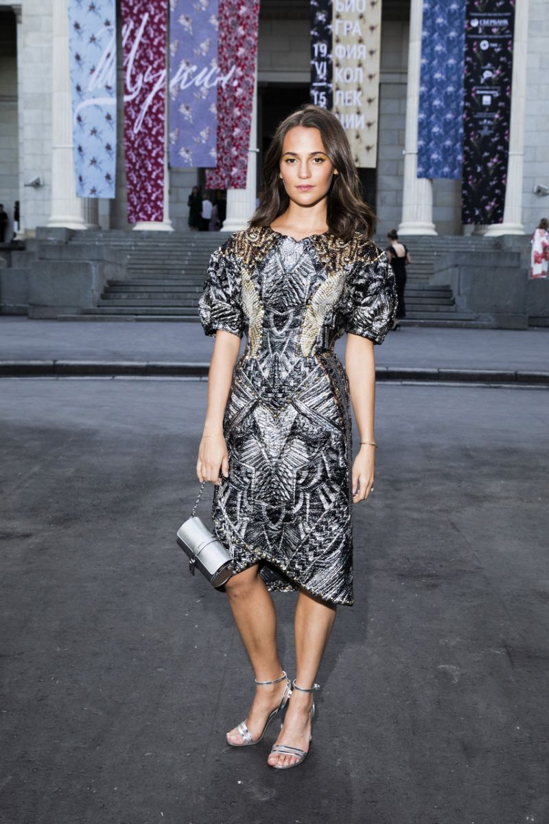 alicia-vikander-in-louis-vuitton-@-'collection-of-foundation-louis-vuitton:-selected-works'-exhibition-opening-in-moscow