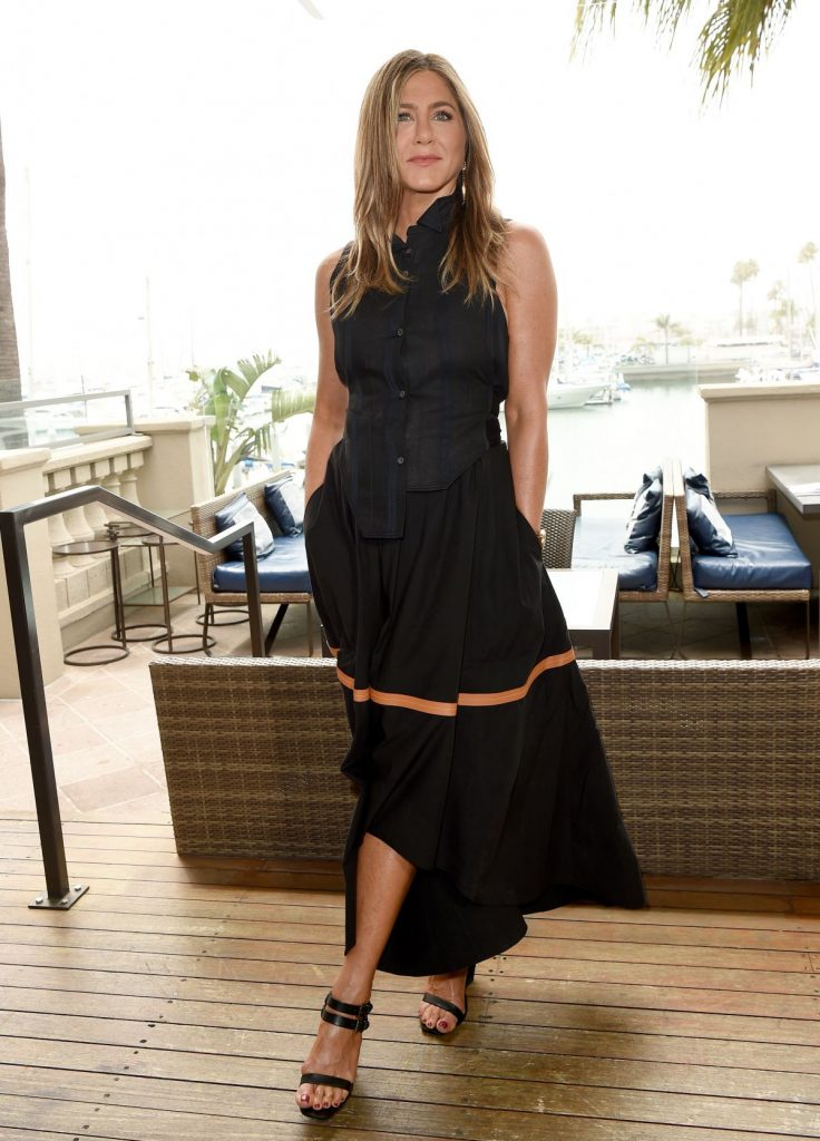 jennifer aniston in loewe murder mystery la photocall. Black Bedroom Furniture Sets. Home Design Ideas