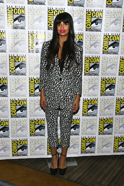 jameela-jamil-in-kooples-@-'good-place'-photocall-during-comic-con-international-2019