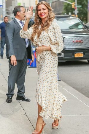 sofia-vergara-in-a-faithfull-the-brand-@-late-show-with-stephen-colbert