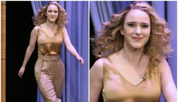 rachel-brosnahan-in-sally-lapointe-tonight-show-starring jimmy-fallon