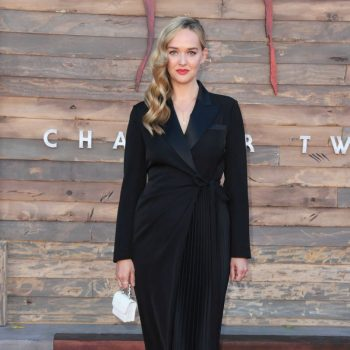 jess-weixler-in-self-portrait-it-chapter-two-premiere-in-westwood