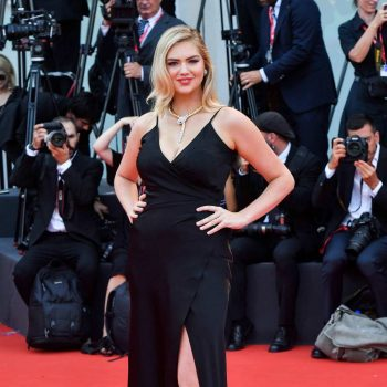 kate-upton-in-twinset-@-'marriage-story'-venice-film-festival-premiere