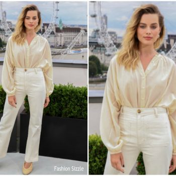 margot-robbie-in-doen-once-upon-a-time-in-hollywood-london-photocall