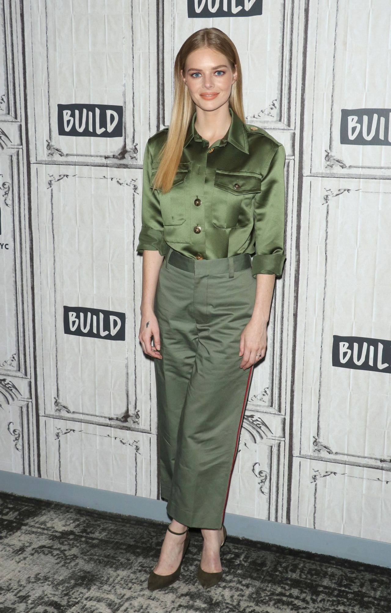 "samara-weaving-in-marc-jacobs—discussing-""ready-or-not""-at-build-studio-in-nyc"