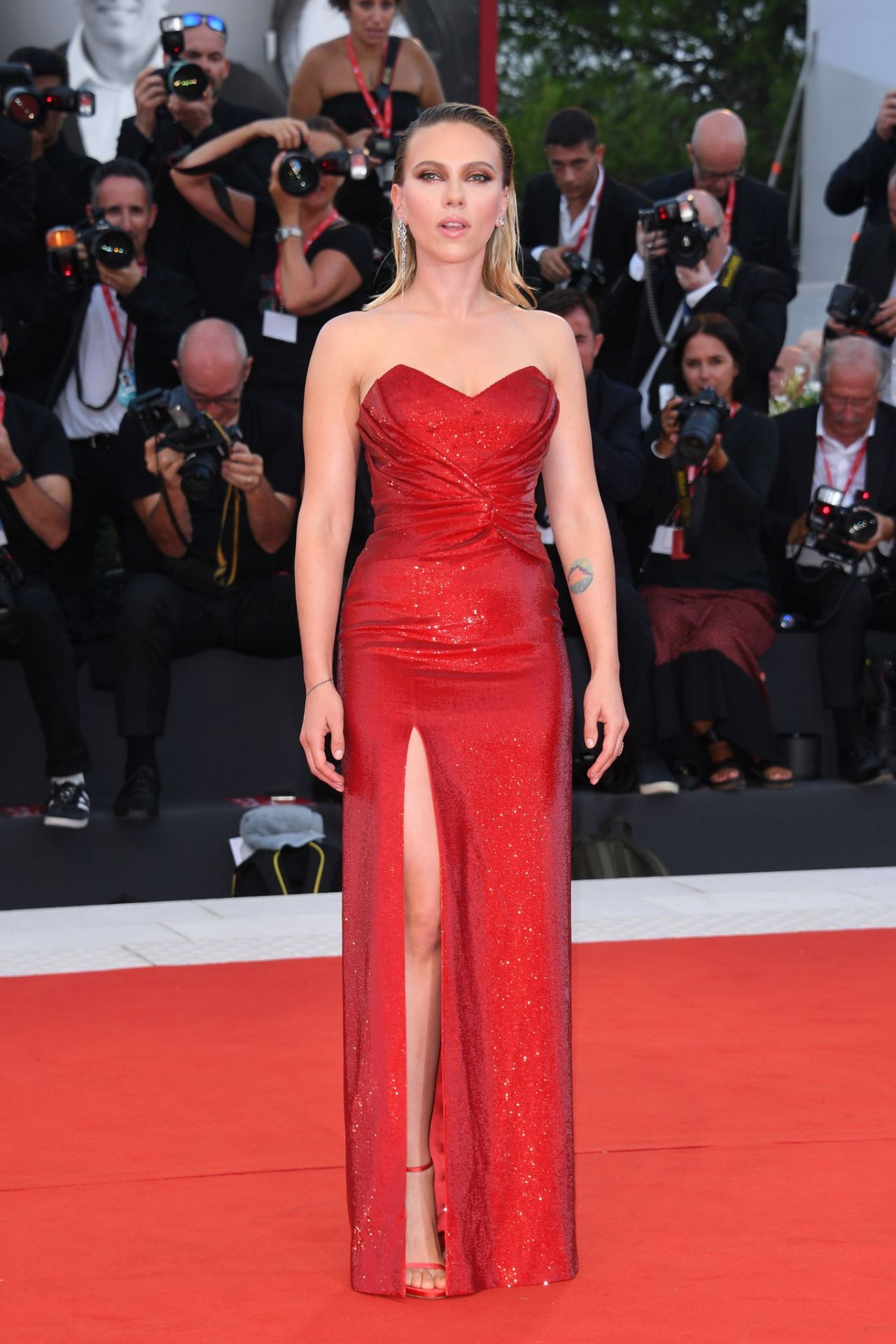 scarlett-johansson-in-celine-marriage-story-screening-at-the-76th-venice-film-festival