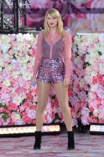 Taylor Swift  Rocks Sequin Shorts Performing  @ Good Morning America