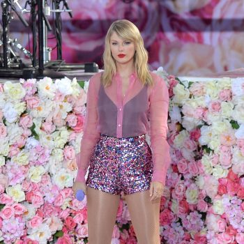 taylor-swift-rocks-sequin-shorts-performing-@-good-morning-america