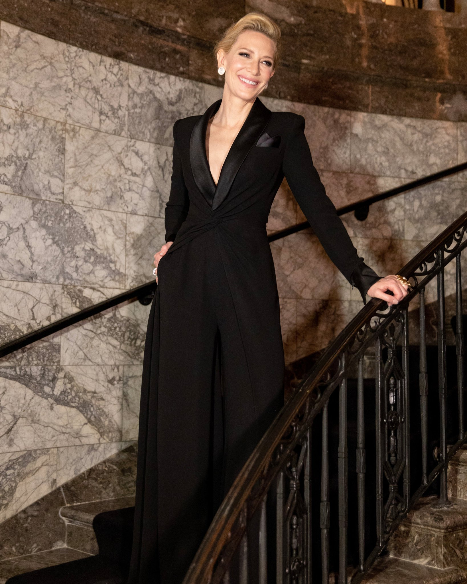 cate-blanchett-in-ralph-lauren-collection-@-ralph-lauren-fall-2019