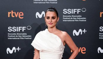 "penelope-cruz-in-chanel-@-""wasp-network""-2019-san-sebastian-international-film-festival-premiere"