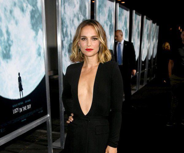 "natalie-portman-in-givenchy-@-""lucy-in-the-sky""-la-premiere"