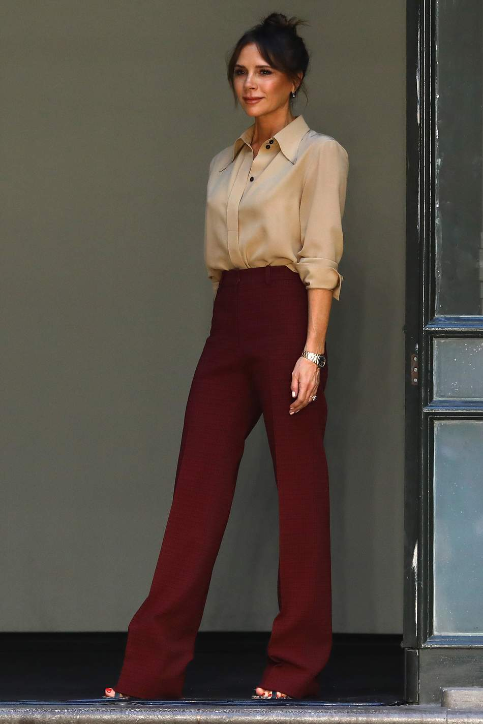 victoria-beckham-celebrates-her-spring-2020-collection