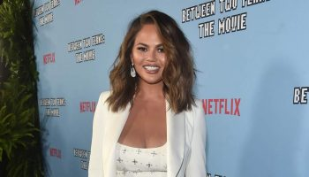 chrissy-teigen-in-vitor-zerbinato-@-between-two-ferns,-la-premiere