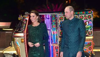 duchess-of-cambridge-in-nauman-arfeen-islamabad-visit