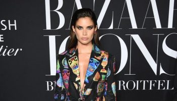 sara-sampaio-in-versace-@-2019-harper's-bazaar-icons-event