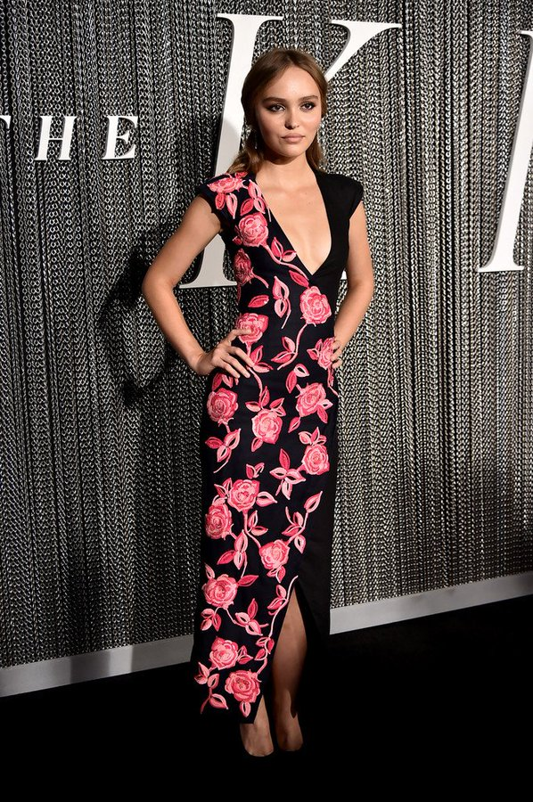 """lily-rose-depp-in-chanel-@-""""the-king""""-new-york-city-premiere"""