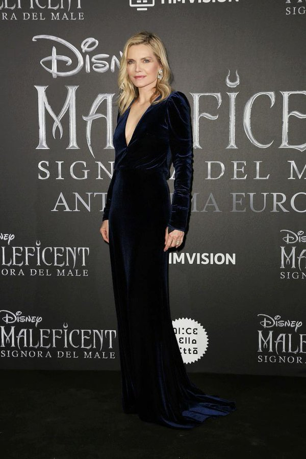 michelle-pfeiffer-in-monique-lhuillier-@-the-'maleficent:-mistress-of-evil'-rome-premiere