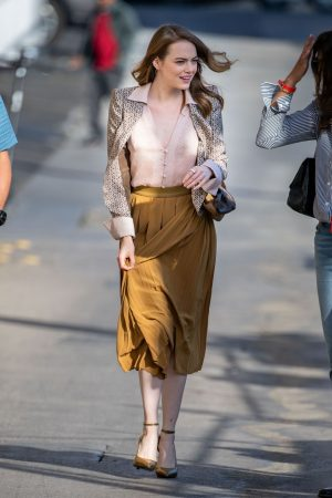 emma-stone-in-fendi-arriving-at-jimmy-kimmel-live-in-la