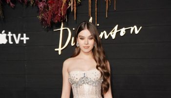 hailee-steinfeld-in-francesco-scognamiglio-the-dickinson-new-york-premiere