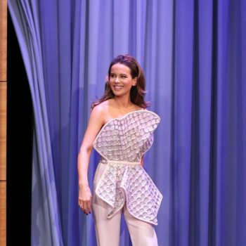 kate-beckinsale-in-georges-chakra-couture-the-tonight-show-with-jimmy-fallon