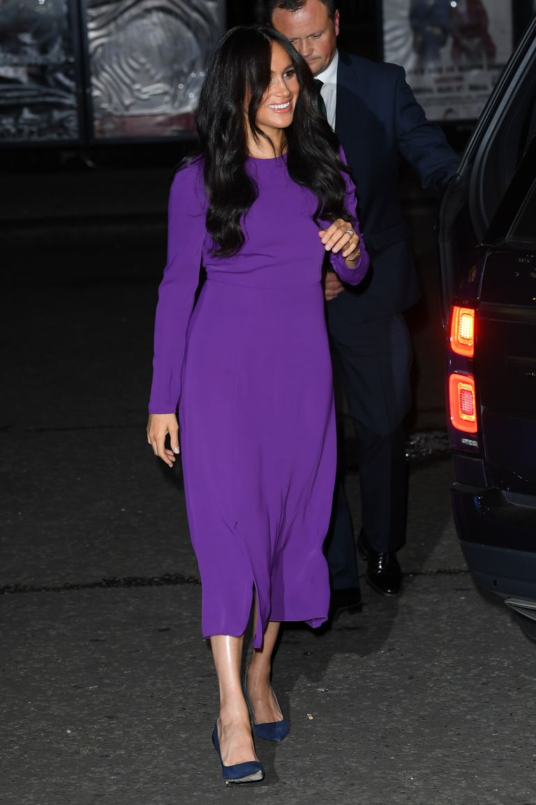 meghan-duchess-of-sussex-in-aritzia-dress-the-one-young-world-summit