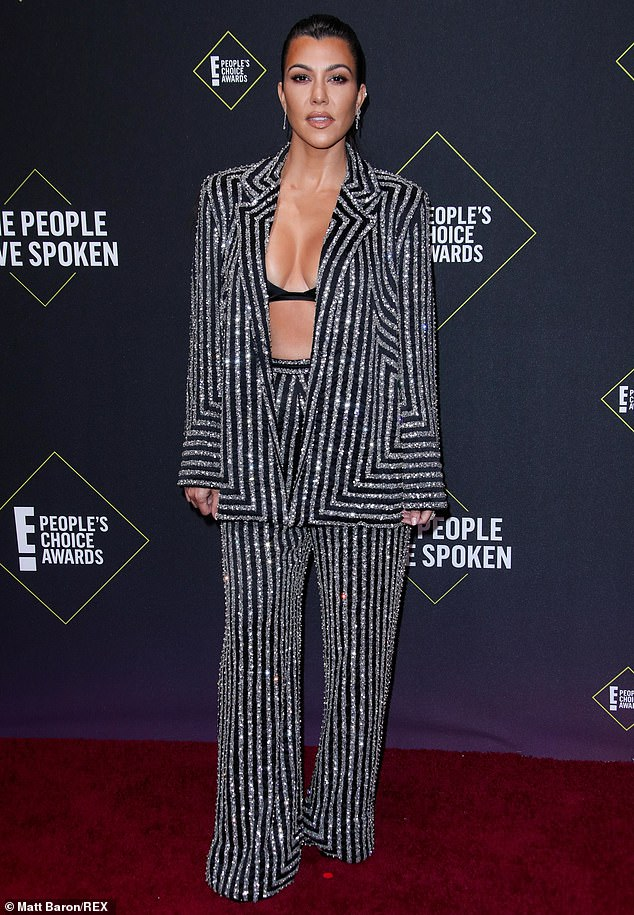 kourtney-kardashian-in-naeem-khan-2019-peoples-choice-awards